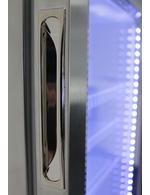 Detailbild LED Beleuchtung und Türgriff vom Minikühlschrank