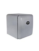 Seitenansicht des silbernen Mini Retrokühlschranks Miami