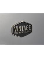 Detailbild Label Vintage Industries vom silbernen Retro-Kühlschrank Miami
