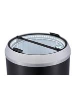 Runder Kühlschrank in Dosenform mit LED Beleuchtung im Betrieb
