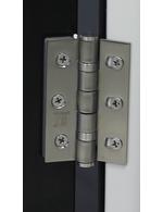 Exemplarisches Detailbild Türscharnier - Retro-Kühlschrank europablau